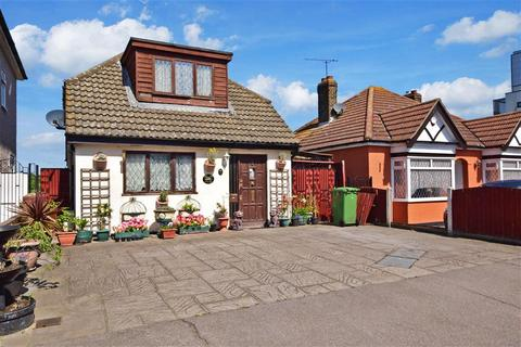 2 bedroom bungalow for sale - Lower Mardyke Avenue, Rainham, Essex