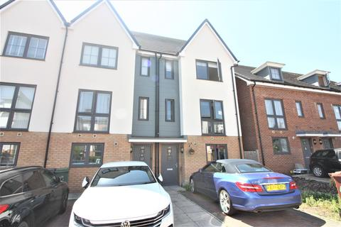4 bedroom townhouse for sale - Shingley Place, Chingford E4