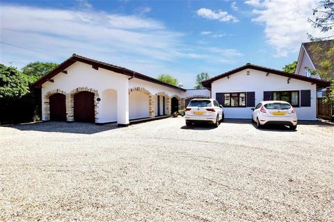 4 bedroom detached bungalow for sale - Glebe Road, Billericay, Essex