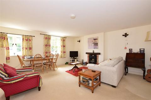 2 bedroom ground floor flat for sale - London Road, Pulborough, West Sussex