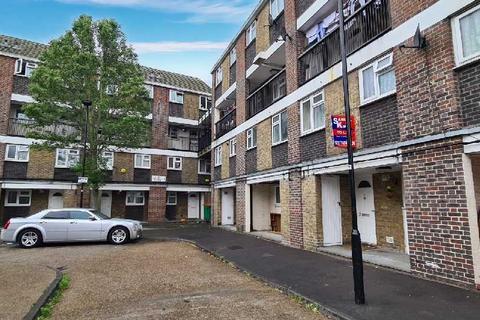 2 bedroom flat for sale - Beatrice Close, London, Plaistow