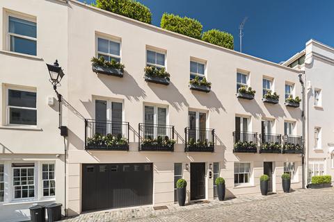 3 bedroom mews to rent - Eaton Mews South, Belgravia, London, SW1W