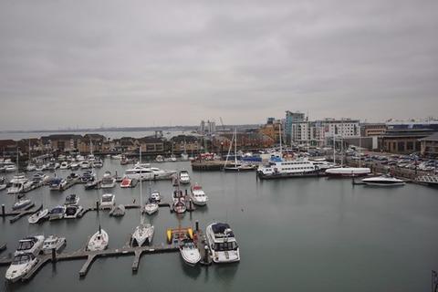 2 bedroom flat to rent - Channel Way, Ocean Village, Southampton, SO14