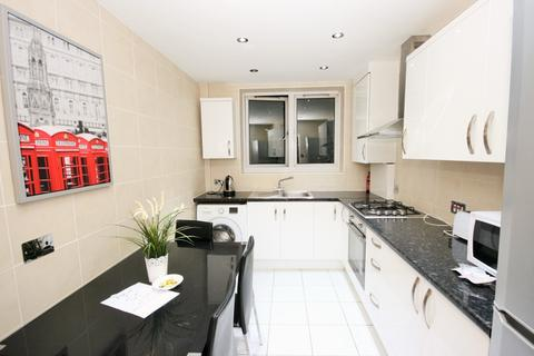 4 bedroom flat to rent - E1 2QN