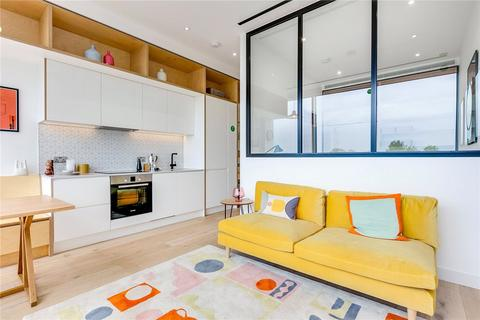 1 bedroom flat for sale - Apt Living, Great West Road, TW8