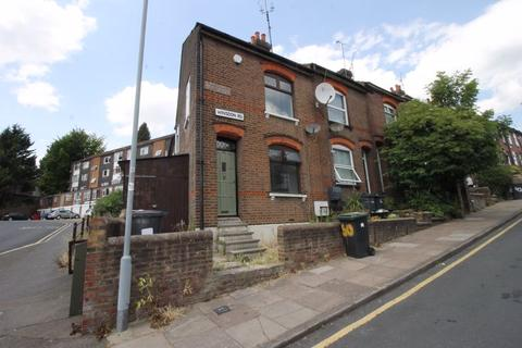 3 bedroom terraced house to rent - Winsdon Road, Luton