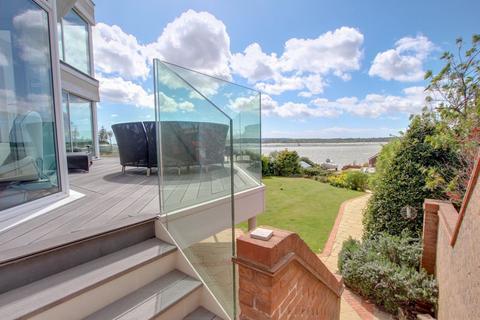 4 bedroom detached house for sale - Dorset Lake Avenue, Poole