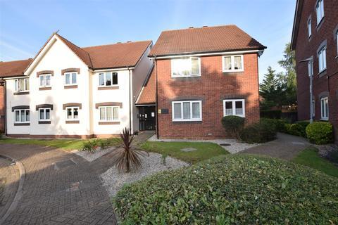 2 bedroom flat - Cunningham Close, Chadwell Heath, Romford