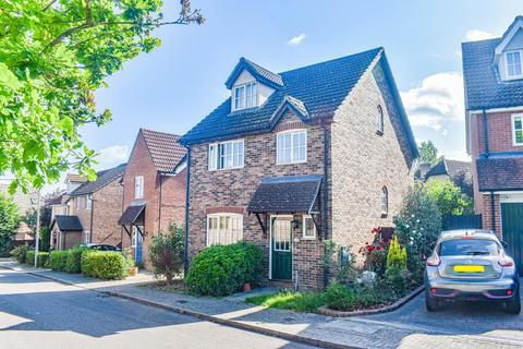 4 bedroom detached house for sale - Lukins Drive, Dunmow