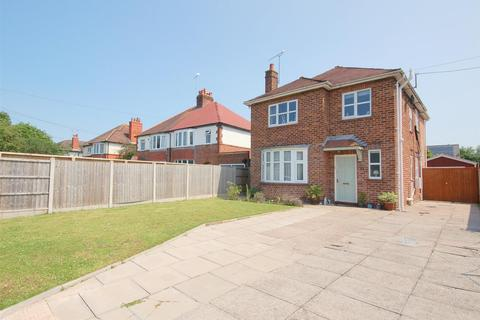 3 bedroom detached house for sale - Brookland Avenue, Wistaston, Crewe