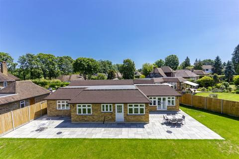 4 bedroom detached bungalow for sale - Gilhams Avenue, Banstead