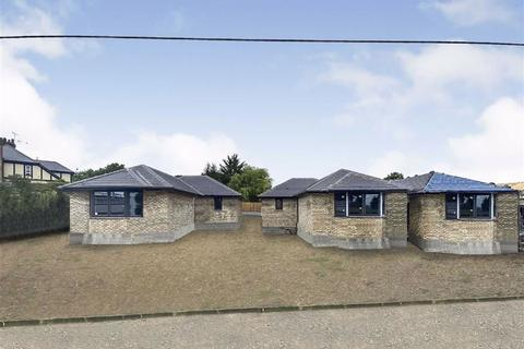 2 bedroom detached bungalow for sale - Farm Road, Orsett Heath, Grays