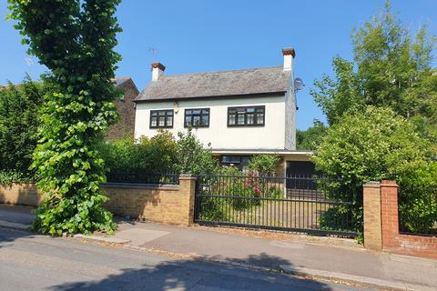 3 bedroom detached house to rent - Falmouth Avenue, E4