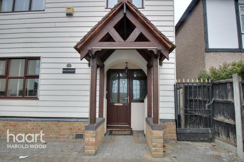 4 bedroom detached house for sale - Colchester Road, Romford