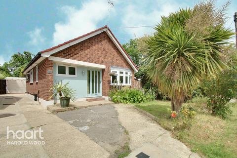 2 bedroom detached bungalow for sale - Prospect Road, Essex