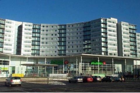 2 bedroom flat for sale - The Blenheim Centre, Prince Regent Road, Hounslow, Greater London, TW3