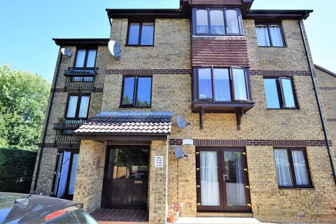 2 bedroom ground floor flat for sale - Longacre Road, Ashford