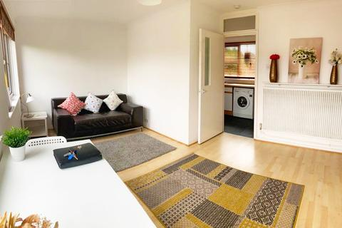 1 bedroom flat to rent - larch close SW12