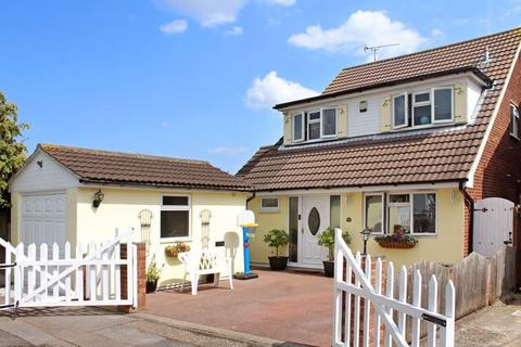 4 bedroom detached house for sale - Viking Way, Wickford