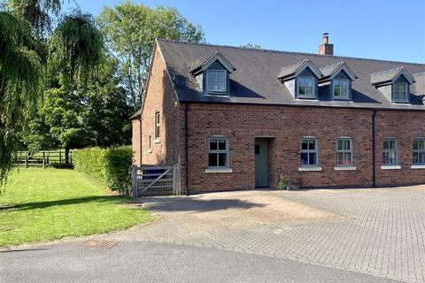 4 bedroom cottage for sale - Mill Farm Barns, Mill Street, Stone