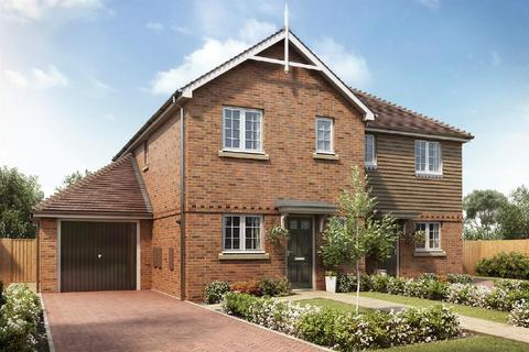 3 bedroom semi-detached house for sale - Shelvers Way, Tadworth
