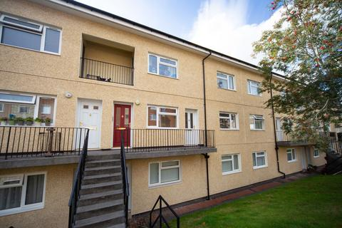 2 bedroom flat to rent - Lynmouth Crescent, Rumney, Cardiff