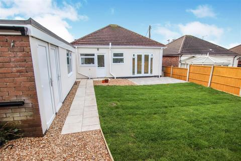 2 bedroom detached bungalow to rent - Longton Hall Road, Blurton, Stoke-On-Trent