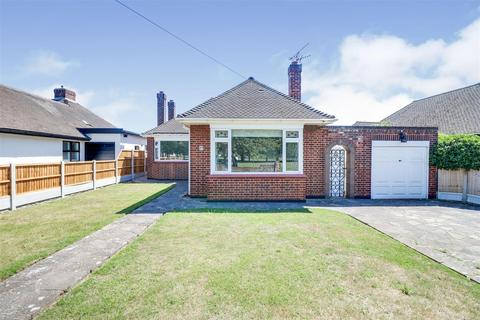 2 bedroom detached bungalow for sale - Branscombe Square, Southend-On-Sea