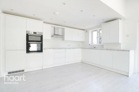 3 bedroom semi-detached house for sale - Carlisle Road, Romford