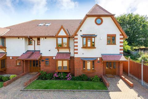 2 bedroom penthouse for sale - Woodside Court, 215 Marlborough Road, Romford, Essex, RM7