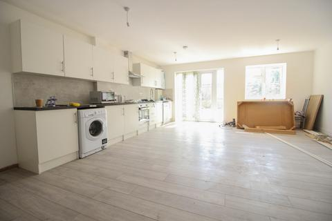 2 bedroom maisonette to rent - Sweet Briar Road, Edmonton, N9