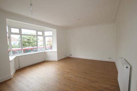 4 bedroom maisonette to rent - Stunning Four Bedroom Split Level Maisonette in High End Area - Savoy Parade, Enfield Town, EN1