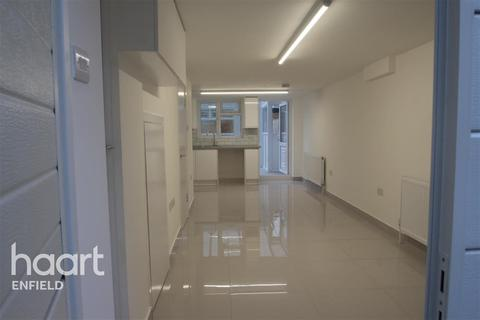 Detached house to rent - Enfield, EN3