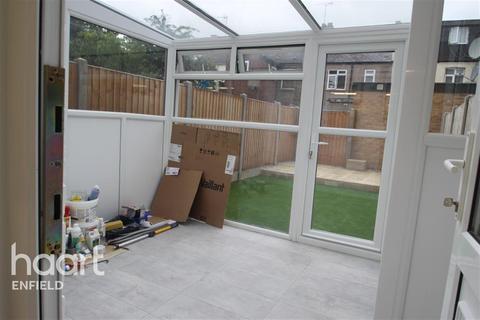 Detached house to rent - Warwick Road, EN3