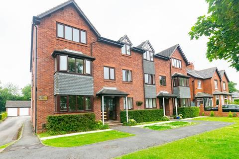 2 bedroom flat for sale - The Gables, North Park Avenue, Leeds, LS8