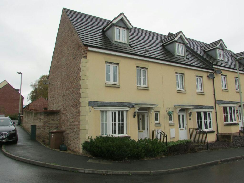 4 Bedrooms Semi Detached House for sale in Foundry Road, Risca, Newport