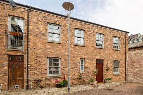 2 bedroom terraced house for sale - 13 Iona Street Lane, Edinburgh, EH6 8SX
