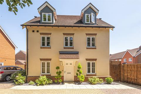 5 bedroom detached house for sale - Whittaker Drive, Horley, Surrey, RH6