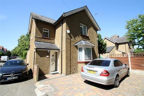 3 bedroom detached house for sale - Ashford Road, FELTHAM, Middlesex