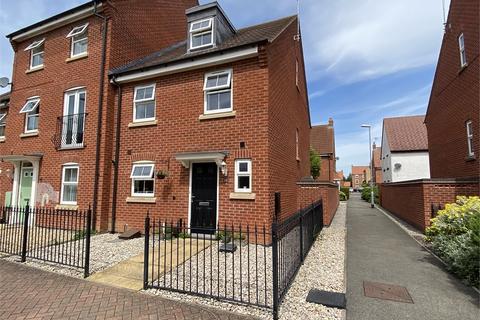 3 bedroom end of terrace house for sale - Apple Avenue, Fernwood, Newark, Nottinghamshire. NG24 3US