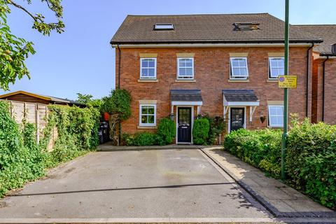 3 bedroom semi-detached house for sale - Fennis Close, Dorridge