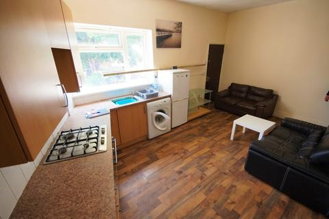 3 bedroom flat to rent - Clay Lane, Ball Hill, Coventry