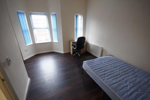 2 bedroom flat - Wren Street, CV2 4FT
