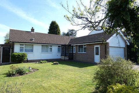3 bedroom detached bungalow - Farncote Drive, Four Oaks