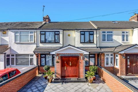 4 bedroom terraced house for sale - Laburnum Avenue, Hornchurch RM12