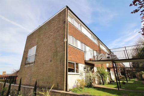 2 bedroom flat to rent - Harvey Road, Guildford