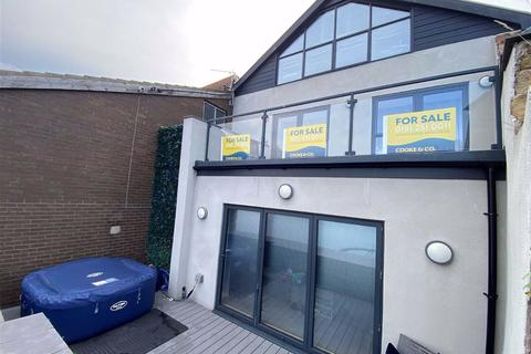 4 bedroom semi-detached house for sale - Dukes Court, North Shields, Tyne & Wear, NE29