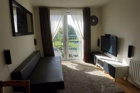 2 bedroom apartment for sale - Weaver House, Northolt, Middlesex
