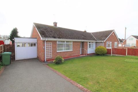 2 bedroom semi-detached bungalow for sale - Hilltop View Road, Borras, Wrexham