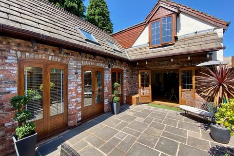 3 bedroom coach house to rent - The Coach House, Hale, WA15 8DN